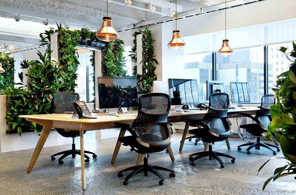Escritório com estilo moderno com cadeiras tela mesh